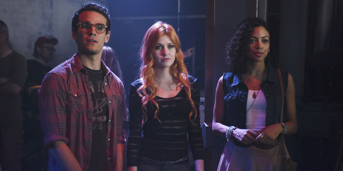 Shadowhunters-Series-Premiere-Review-Simon-Clary